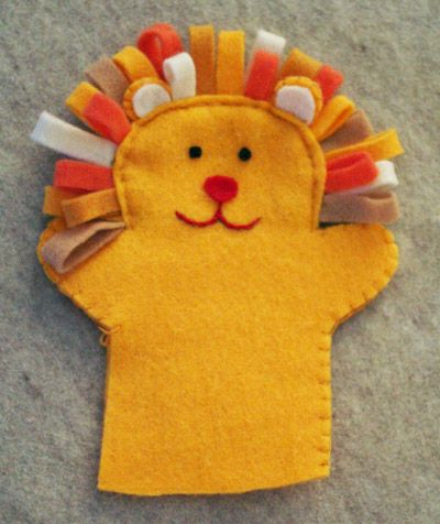 This lion puppet is so cute! and complete instructions are given for making him (and two other animals) at Doorway Puppet Show-Felt Hand Puppets Tutorial