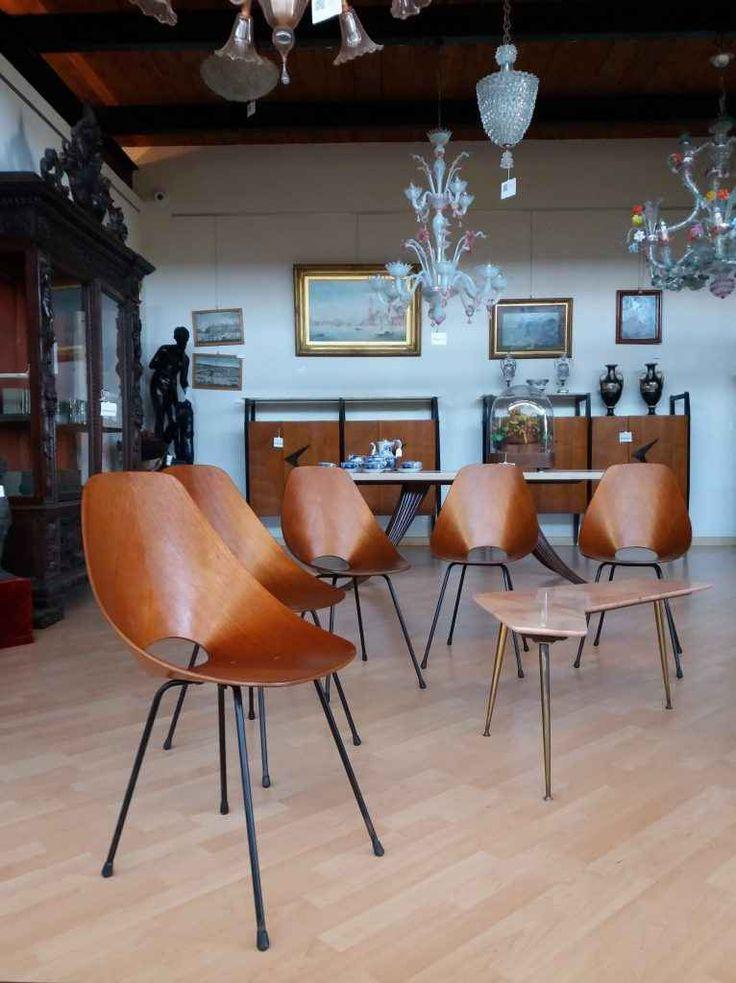 Icone del design del 900: le sedie Medea di Vittorio Nobili Le sedie Medea, prodotte per la prima volta nel 1955 sono diventate nel corso degli anni delle vere e proprie icone del design made in italy. Realizzate da Vittorio Nobili per i fratelli Tagliabue,  #dimanoinmano #design #modernariato