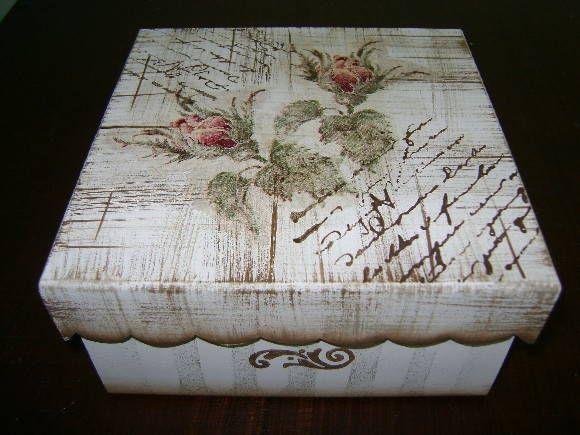 Caixa em MDF, em pátina, com decoupage e carimbos. Acabamento em verniz acríílico fosco ou semi brilho R$ 35,00
