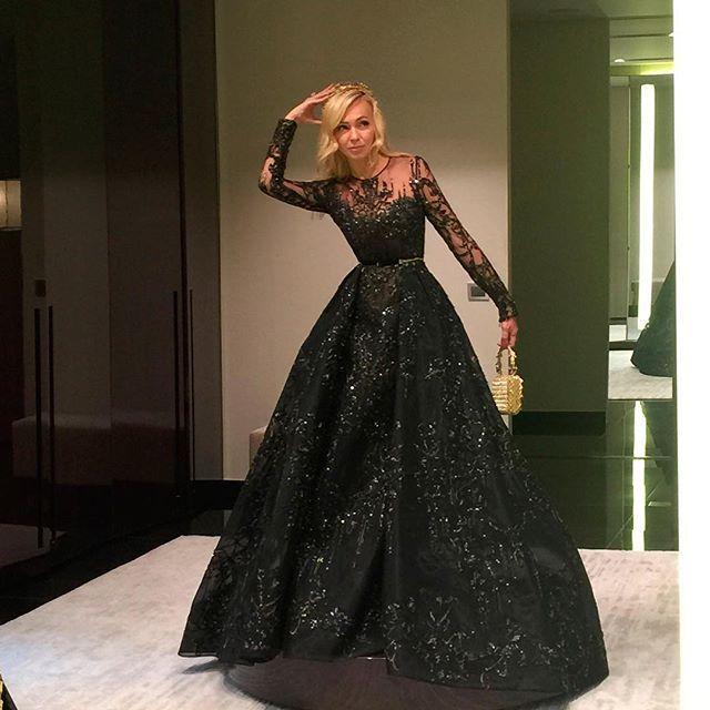 Let me think ...What should I wear today at Tatler ball? Фото из серии я задумалась ... ))) В чем же мне пойти сегодня на Татлер -бал ?