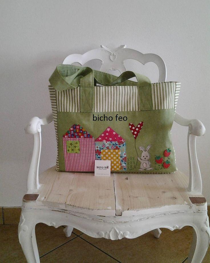 Una borsa grande per una piccola principessa. http://elbichofeo.blogspot.com https://www.facebook.com/bichofeo.creativita.in.movimento/