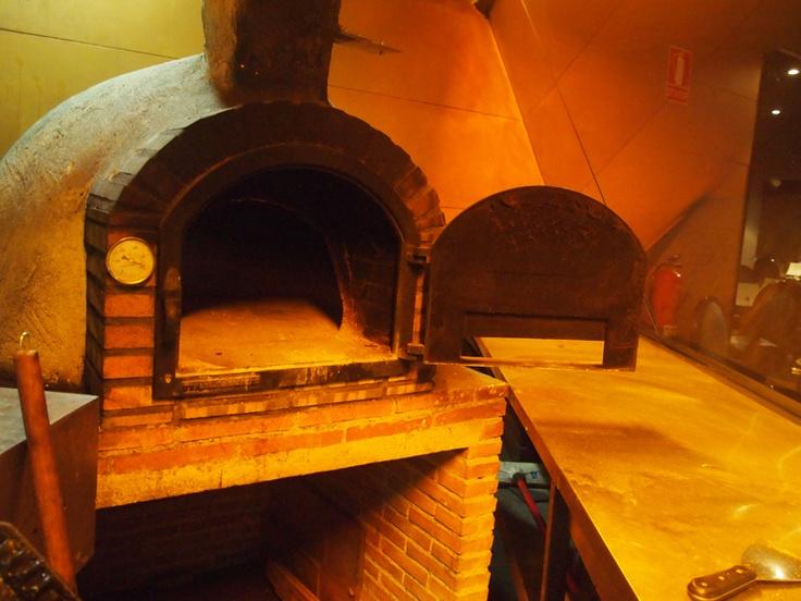 Horno de le a en la cocina del restaurante smash hornos de le a y parrilla cocinas horno - Parrillas y hornos a lena ...