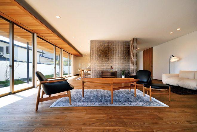 内と外を美しく結んだ北欧家具の似合う木の家