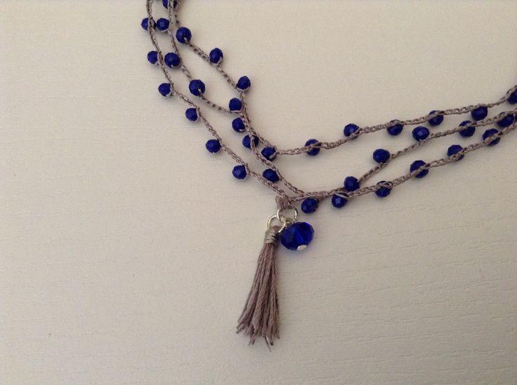 Collana seta e perline con nappina