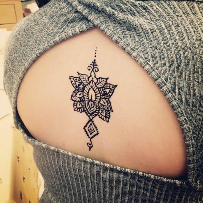 tatuajes-henna-para-mujer-en-la-espalda-flor-de-loto
