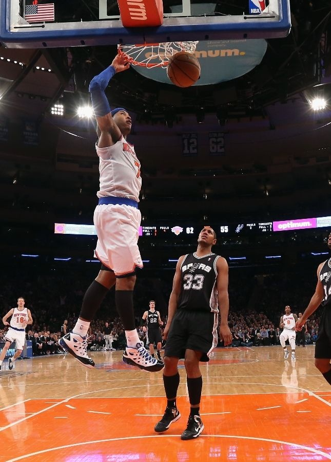 Carmelo Anthony #7 of the New York Knicks scores two against the San Antonio Spurs at Madison Square Garden on January 3, 2013 in New York City