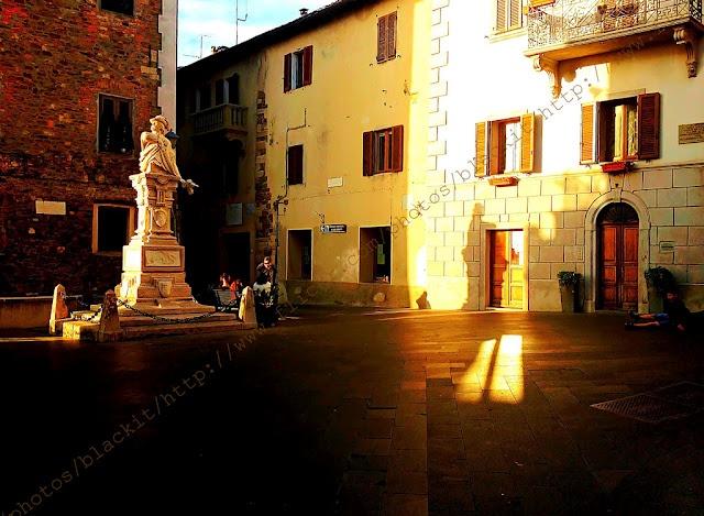 Scarlino. Sunset lights on Garibaldi Square.