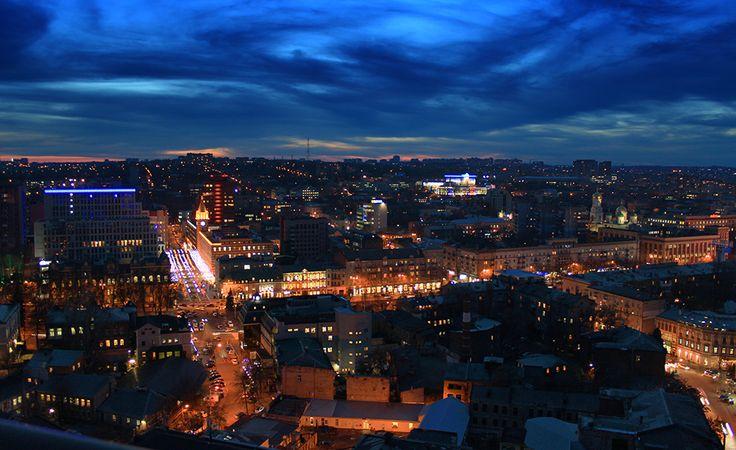 Городская суета под бескрайним небом.  / #Днепропетровск #город #огни #небо #сумерки #Dnepropetrovsk #city #lights #sky #dusk /