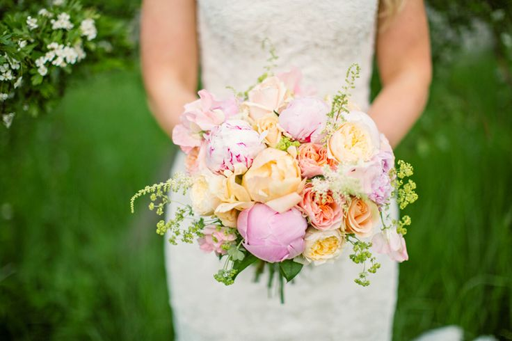 The colors are absolutely perfect together in this weddingflowers!