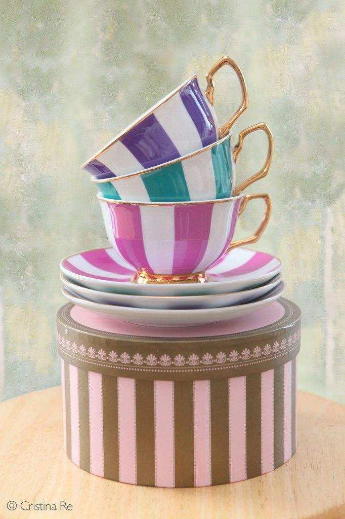 Match striped straws with the new 'Striped Age of Elegance' High Tea collection