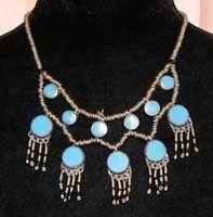 Halssnoer zilverkleur ingelegd met turquoise Turks blauwe stenen