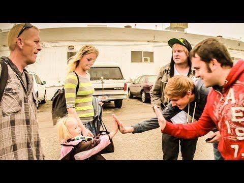 Cititi articolul, apoi urmariti video-ul http://www.tvdece.ro/internetul-oamenilor-mai-buni-decat-tine/