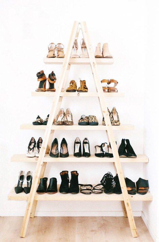 Escada móvel + tábuas = estante fácil de fazer!                                                                                                                                                                                 Mais
