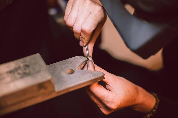Sunt bijuterii create manual, cu pasiune şi dăruire, de către cei mai talentaţi bijutieri români.  Exclusiv în Manufactura Sabion.