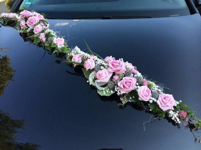 Autoschmuck Zur Hochzeit Aus Rosen Bildergalerie Mit Inspirationen Autoschmuck Hochzeit Tischdekoration Hochzeit Blumen Blumenstrauss Hochzeit