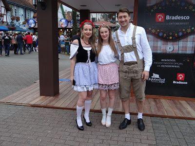Paar mit Füßen: Oktoberfest Blumenau – Oktorberfest – Blumenau – SC – #Flower … – Oktoberfest Fotos und Pins