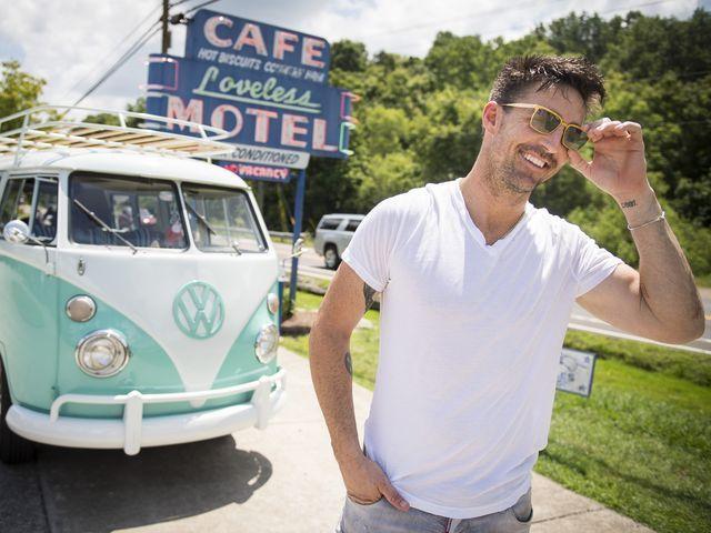 Jake Owen brings beach to Nashville