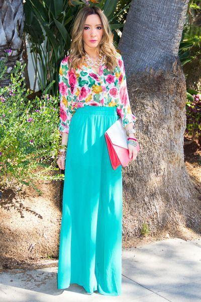 15 maneras de usar una blusa de flores 11