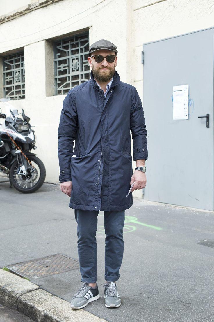 """気温が上がりファッションが華やかになる季節の春。ワンランク上の着こなしを目指すなら""""スプリングコート""""は有力な選択肢だ。着回しバリエーションが広く、「キレイめスタイルからストリートスタイル」、「ジャケットからTシャツまで」合わせるスタイルやアイテムを選ばない。今回はスプリングコートにフォーカスして、注目の着こなし&アイテムを紹介! スプリングコート×ダメージジーンズ×ホワイトスニーカーコーデ スプリングコートにリップ加工の入ったブラックダメージジーンズとadidasのホワイトNMDスニーカーを合わせてストリートテイストをプラスしたコーディネート。インナーはホワイトTシャツを着込んで抜け感を演出。  fashiontap HERNO(ヘルノ) RainCollection コットンナイロンステンカラーコート 1949年に当時25歳だったジョゼッペ・マレンツィ氏がLesaにHERNO社を設立したことが始まり。コットンにナイロンを混紡した高級感と張りと腰のある美しい生地で仕立てられたステンカラーコート。撥水加工も施されているため、梅雨の時期にも活躍を期待でき..."""
