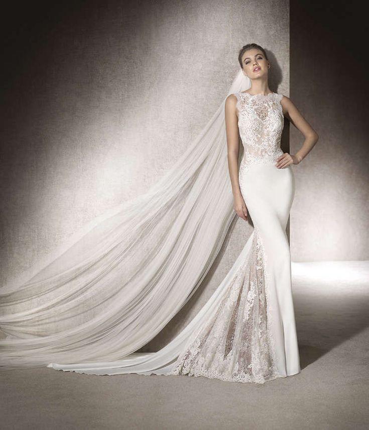 MONTSE   Precioso vestido de novia de tipo sirena en crepe light combinado con #encaje y #guipur. Sus finos detalles descienden desde el escote barco, por la cadera hasta el final del vestido