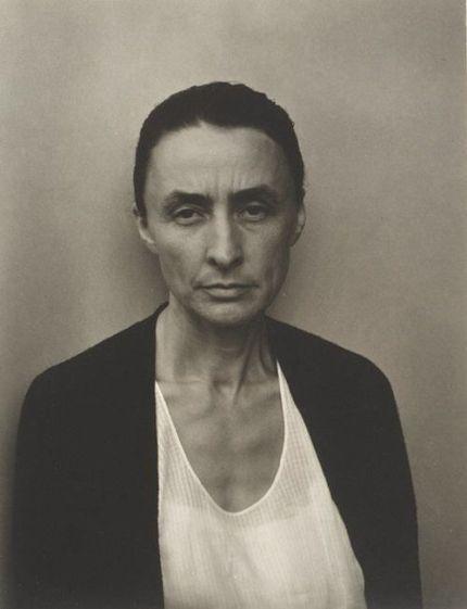 Alfred Stieglitz (1864 - 1946) - Georgia O'Keeffe, 1932