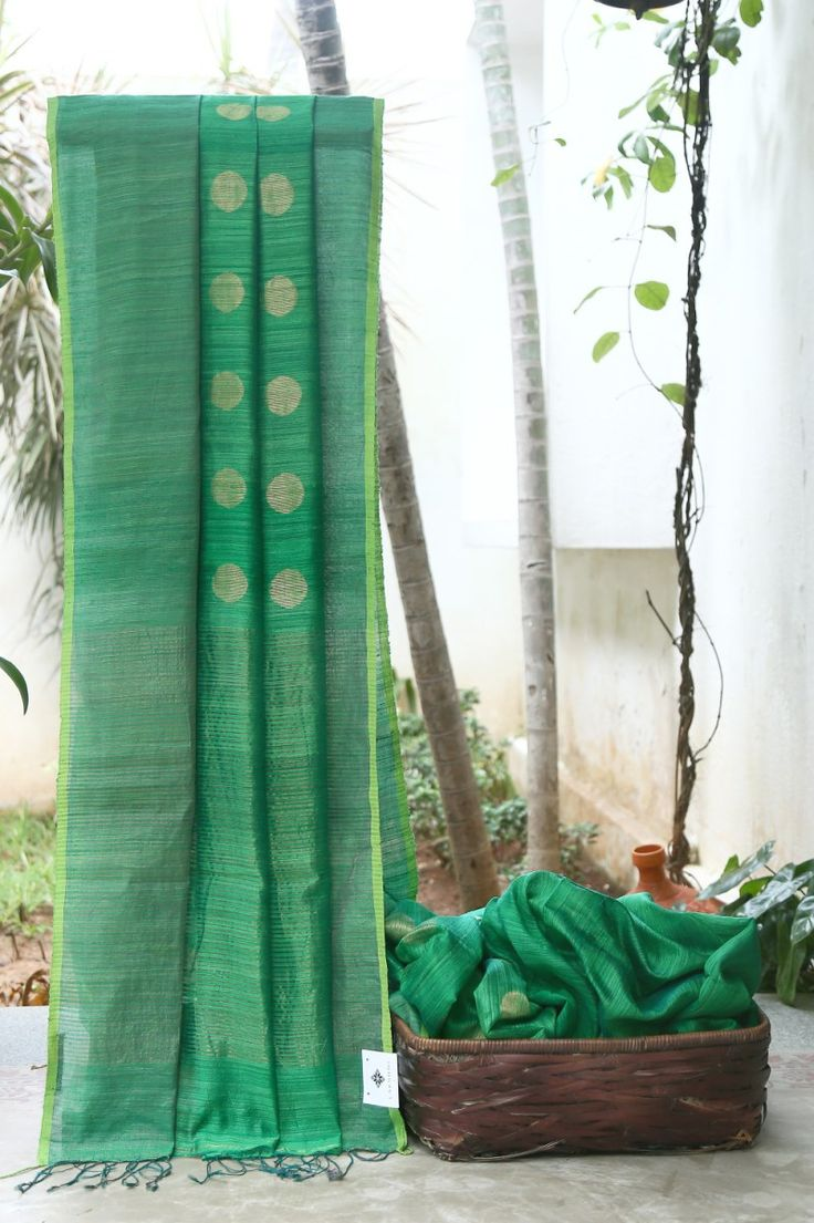 THE GORGEOUS DARK GREEN BAILOU MATKA SILK HAS GOLD POLKA DOTS ACROSS THE BODY. THE SUBTLE GOLD AND GREEN BORDER FLOWING INTO THE PALLU MAKES THE SAREE BEAUTIFUL.