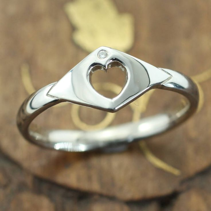 Modern minimal claddagh ring. Irish ring. Diamond claddagh. Heart ring. Irish jewelry. Irish claddagh. by Ascheron on Etsy