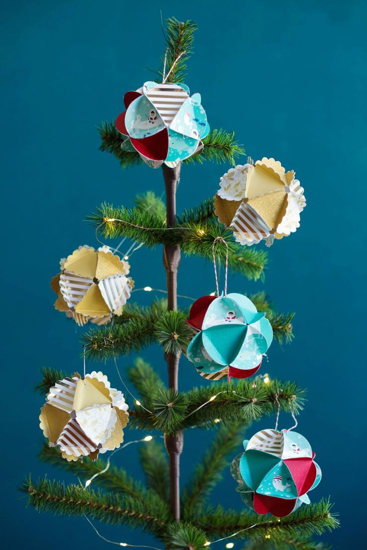 Make festive keepsake ornaments with your kids this year. Our simple template and tutorial make this craft easy enough for most ages. Grab some cardstock and your Fiskars scissors and punches and start crafting!