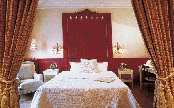 Most Romantic Hotels in Paris  - http://outoftownblog.com/romantic-hotels-paris/