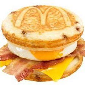 朝マックに「パンケーキサンド」 期間限定で朝以外にも食べられる!