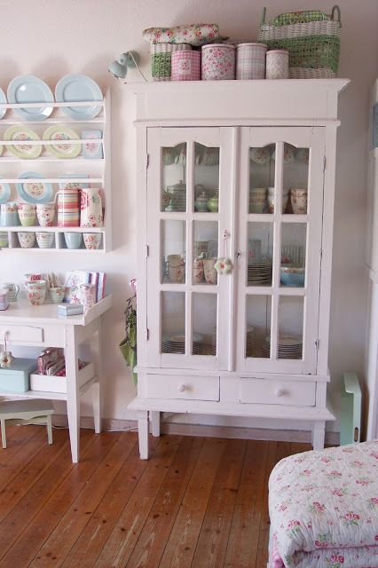 shabby chic kitchen cabinet 25 best shabby chic bookcase ideas on 5144