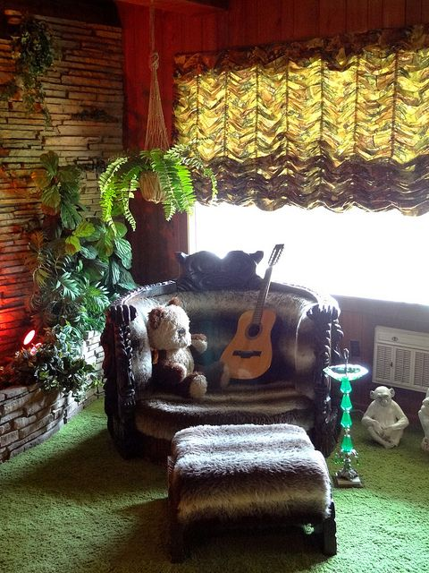 Elvis's Jungle Room - Graceland (Elvis Presley Mansion) - Memphis - Tennessee - USA by Adam Jones, Ph.D. - Global Photo Archive, via Flickr