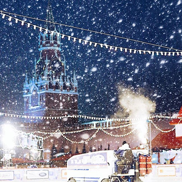 Red Square Ice Rink And Zamboni ⛸🏒🎣 #снаступающим 🎄 ice skating