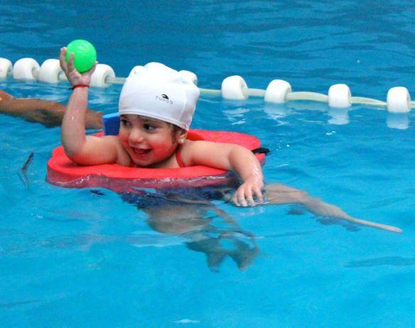 natación niños  http://babyrecetas.com/2014/06/20/importancia-de-la-natacion-en-los-nins/