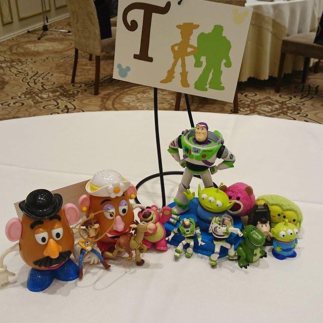 Instagram media junmiya6731 - 各テーブルの小物達✨ Tはトイ・ストーリー 彼が好きで集めてたお人形さん達を多数採用(笑) こんなところで役立つとは( ´∀`) #結婚式 #テーマディズニー #テーブル装飾 #トイ・ストーリー