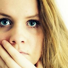 Dark Circles, Puffy Eyes – Causes & Treatment - http://womenclan.com/dark-circles-puffy-eyes-causes-treatment-1974