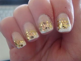 Another white and gold: Nails Design, French Manicures, Gold Glitter Nails, White Nails, French Tips Nails, Nails Polish Design, Gold Sparkle, Flowers Design, Gold Nails Polish