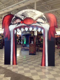 spirit halloween clown archway - Spirit Halloween 2016