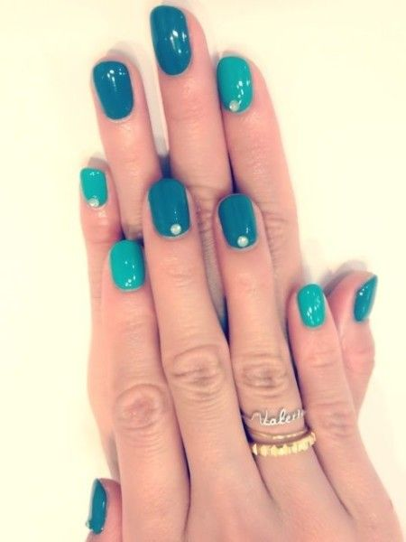 turquoise-fingernail-polish