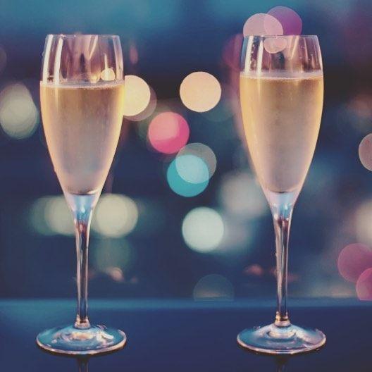 💖 Happy Valentine's Day💖 друзья, только сегодня всем посетителям #applebar в подарок настоящее французское шампанское🍷🍷. #goldenappleboutiquehotel 🏩 поздравляет всех влюблённых с праздником! #stvalentinesday #specialofferforStValentines #champagne #loveisintheair #moscowrestaurant Малая Дмитровка 11 Dear Guests! Happy St. Valentine's day! Only today in #AppleBar order any item from the menu and - get FREE champagne! ONLY TODAY 14TH FEBRUARY