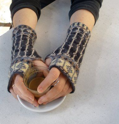 I've been in love with these fingerless gloves for ages...