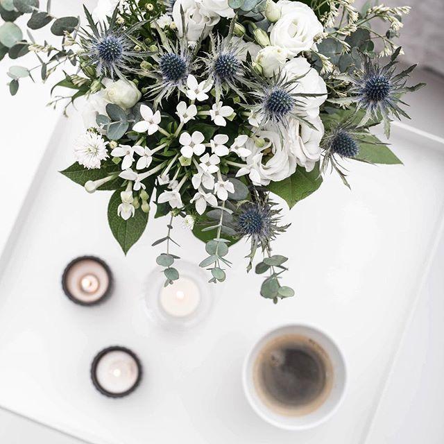 The most beautiful flowers lwhat i bought last time . .  .  .  .  .  #skandinavianhomes#interior#skandinaviskahem#interior123#nordicinterior#skandinaviskehjem#instagood#instamood#skandinavianstyle#everydaystories#bobedre#bolig#interior4all#whiteinterior#mynordicroom#boligpluss#finahem#scandistyling#scandihome#scandi#myhome#pictoftheday#instastories#instaday#lyngby#flowers#hay#flatlay