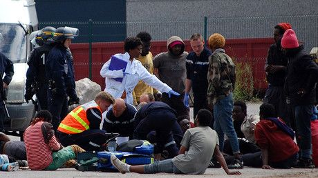 16 injured in mass brawl between African migrants in Calais (VIDEO, PHOTO) https://tmbw.news/16-injured-in-mass-brawl-between-african-migrants-in-calais-video-photo  A massive brawl involving at least a hundred African migrants from Eritrea and Ethiopia broke out in northern France's port city of Calais, which was once home to the notorious 'Jungle' refugee camp.The fighting between Eritreans and Ethiopians started around 1:45pm local time (11:45 GMT), France Info reports, citing the local…