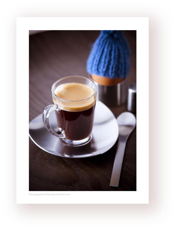 un #cafe #expresso accompagné d'un  #oeufalacoque qui se cache sous son bonnet bleu, pour les matins d' #hiver , vitalité et force pour passer la journée dans la bonne humeur !  #photographe #culinaire N'hésitez pas à « pinner »