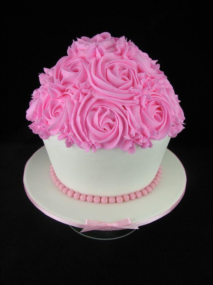 Vanilla cake with buttercream for a smash cake photoshoot.