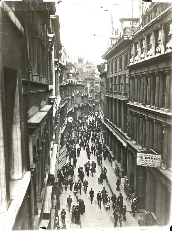 The Streets of Old London - photos around 1900