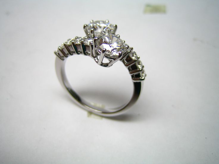 Contrarié ring, white gold with diamonds. - ALL HAND MADE -