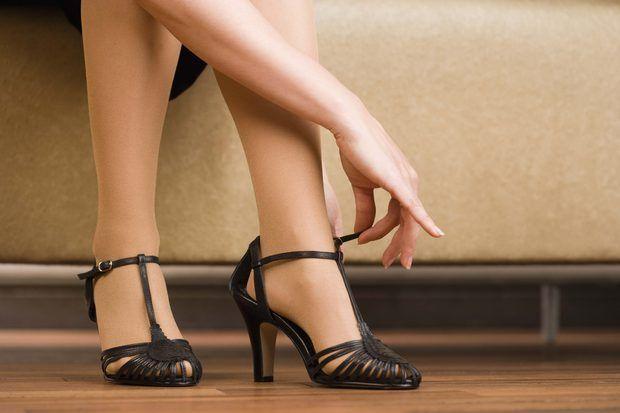 Cómo estirar los zapatos nuevos