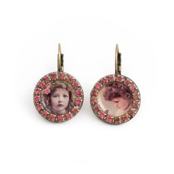 Roze oorbellen met vintage meisjes