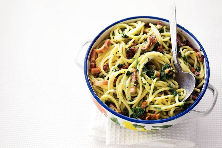 Kijk wat een lekker recept ik heb gevonden op Allerhande! Spaghetti met spinazie en spekjes